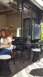 Morgan en Mees restaurant terras.jpg